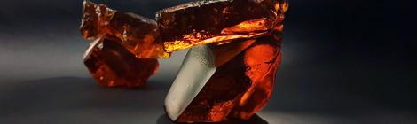 琥珀琉璃太極(小)LIULI TAICHI in Amber Color